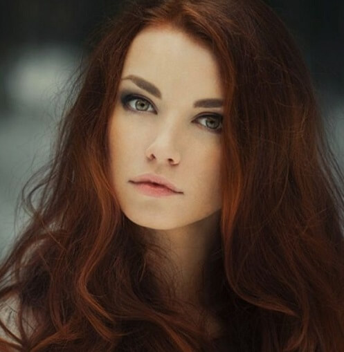 dark red hair with discrete highlights