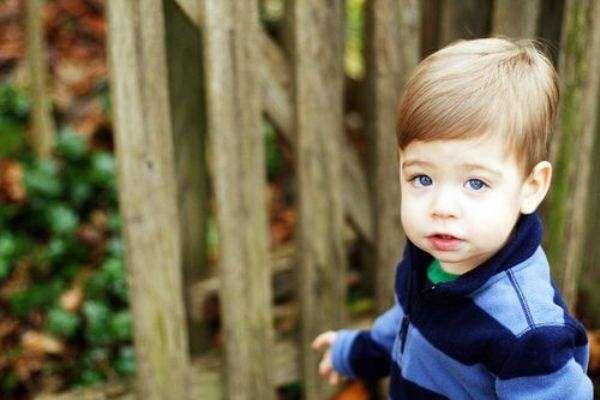 sleek hairstyle for little boys
