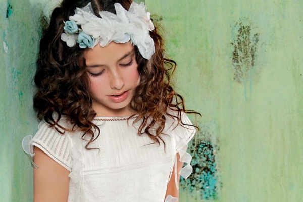 loose curls and hair accessories for first communion