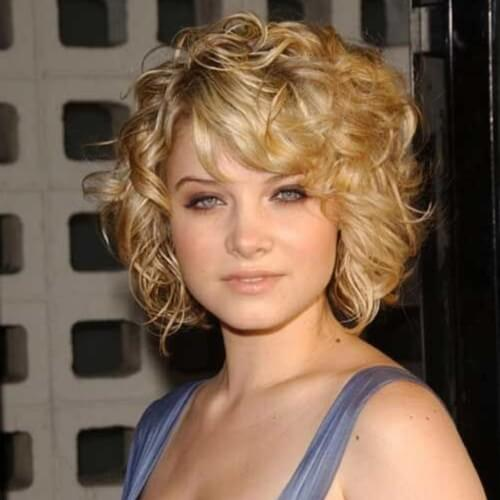 short blonde wavy hairstyle and bangs