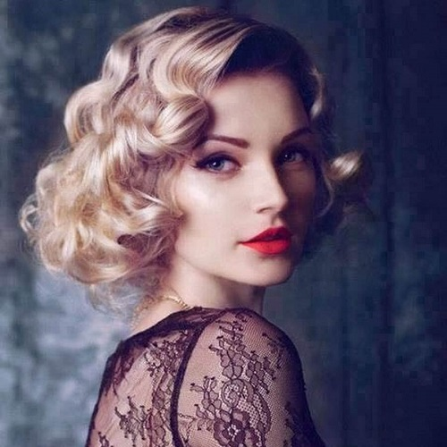 Prom Hairstyle for Short Hair with Loose Curls