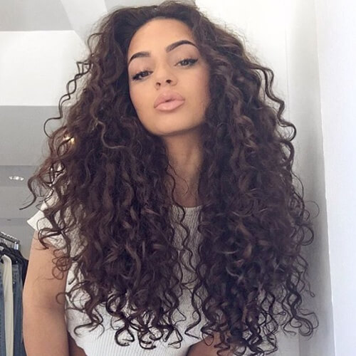 50 Long Curly Hairstyles You Ll Fall In Love With Hair Motive Hair Motive