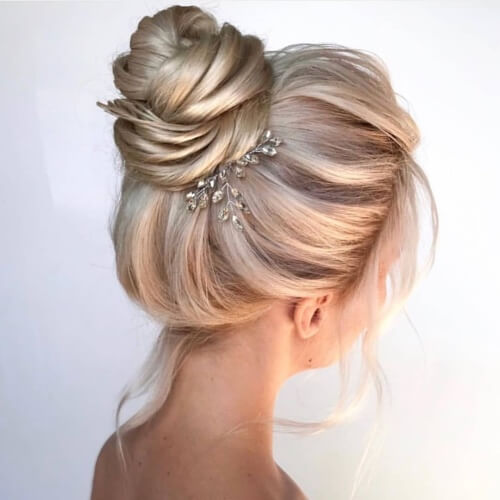 Perfect Messy Bun for Weddings